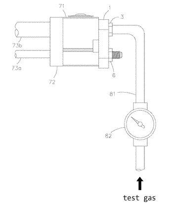 Connection device for leak detector
