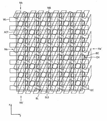 Method of manufacturing semiconductor devices having contact plugs overlapping associated bitline structures and contact holes